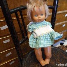 Muñecas Lesly y Barriguitas: MUÑECA FAMOSA EN NUCA PONE FAMOSA MADE IN SPAIN. Lote 93149805