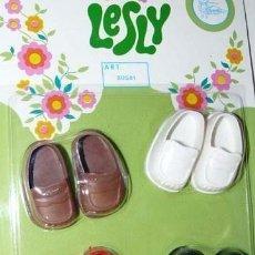 Muñecas Lesly de Famosa: ZAPATOS DE LESLY Y NANCY PIE PEQUEÑO EN BLISTER PRECINTADO. DE LOS AÑOS 70.. Lote 41574353