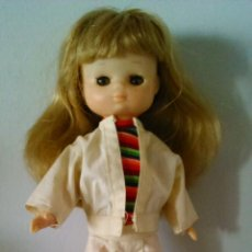 Muñecas Lesly de Famosa: LESLY 10 PECAS CON EL CONJUNTO OLIVER Y CAMISETA DE LA LESLY NEGRA. Lote 47343245
