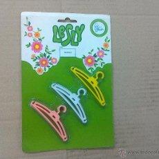 Muñecas Lesly de Famosa: PERCHAS LESLY. Lote 49945533