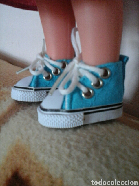 baratas para descuento cee1e fd413 Preciosos zapatos de tenis azules para muñeca Lesli Leslie lesly clasica de  famosa