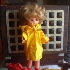 Muñecas Lesly de Famosa: CONJUNTO DE IMPERMEABLE PARA LESLY DE FAMOSA. Lote 116785090