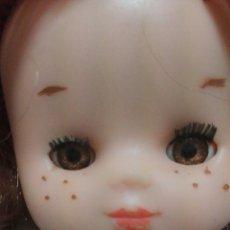 Muñecas Lesly de Famosa: PRECIOSA MUÑECA LESLY DE FAMOSA COMPLETA DE ORIGEN. Lote 112056692
