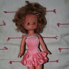 Muñecas Lesly de Famosa: MUÑECA LESLY CON VESTIDO. Lote 113833791