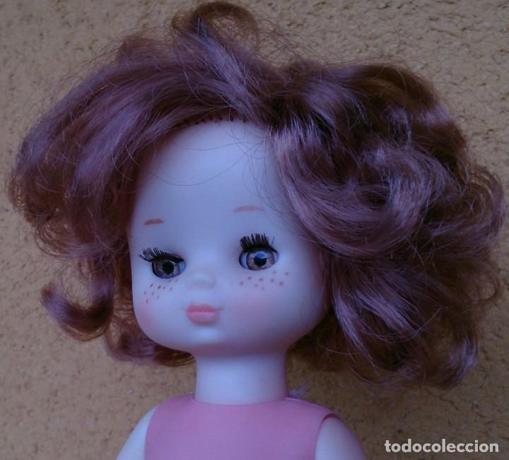 Muñecas Lesly de Famosa: Muñeca Lesly Famosa años 70 pelo corto rizado 10 pecas - Foto 2 - 113908599