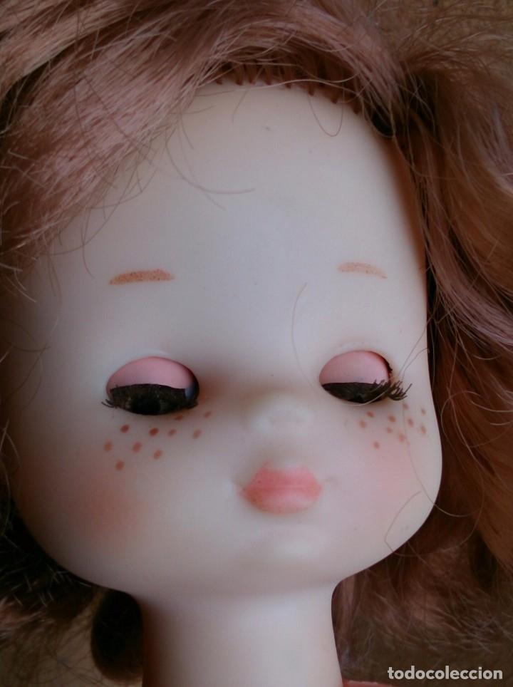 Muñecas Lesly de Famosa: Muñeca Lesly Famosa años 70 pelo corto rizado 10 pecas - Foto 7 - 113908599