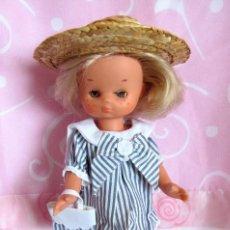 Muñecas Lesly de Famosa: ANTIGUO CONJUNTO PARA LESLY DE FAMOSA (NO ORIGINAL) - DOLL POUPÉE. Lote 190235000