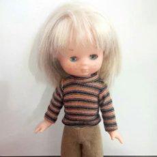 Muñecas Lesly de Famosa: CONJUNTO LESLY SPORT CAMISETA Y PANTALON. Lote 144520869