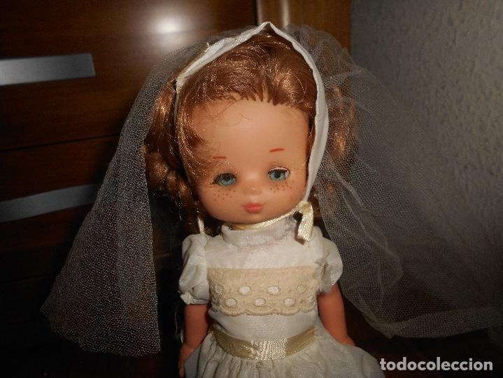 Muñecas Lesly de Famosa: Muñeca Lesly 10 pecas brazo duro pelirroja comunión años 70 - Foto 3 - 151921270