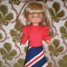 Muñecas Lesly de Famosa: BONITO CONJUNTO PARA LESLY O SIMILARES CAMISETA ORIGINAL DE BARBIE. Lote 154878970