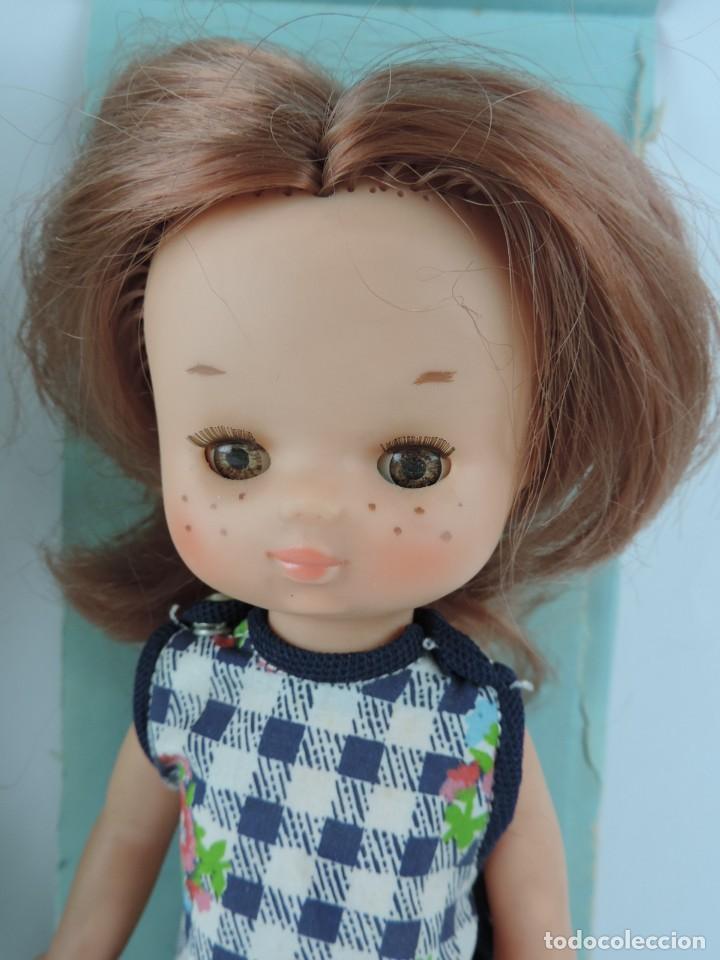 Muñecas Lesly de Famosa: MUÑECA LESLY PELIRROJA CON CONJUNTO CASA, EN SU CAJA ORIGINAL, EN LA NUCA FAMOSA - MADE IN SPAIN, OJ - Foto 3 - 159636710