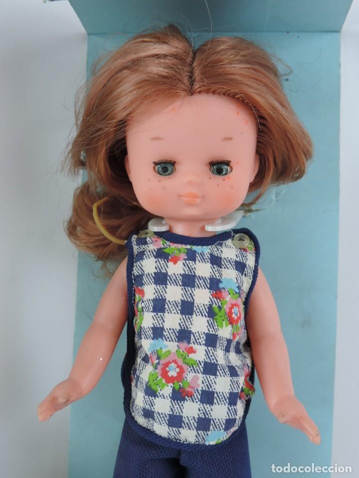 Muñecas Lesly de Famosa: MUÑECA LESLY PELIRROJA CON CONJUNTO CASA, EN SU CAJA ORIGINAL, EN LA NUCA FAMOSA - MADE IN SPAIN, OJ - Foto 2 - 159636910