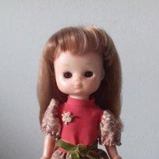 Muñecas Lesly de Famosa: LESLY PELIRROJA HERMANA DE NANCY ,BRAZO DURO CON EL CONJUNTO GALA. Lote 160255162