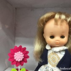 Muñecas Lesly de Famosa: LESLY CON CONJUNTO ASÍ 10 PECAS. Lote 160285074