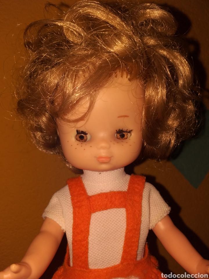 Muñecas Lesly de Famosa: Lesly hermana nancy 10 pecas pelo rizado ojos arona - Foto 2 - 160870054