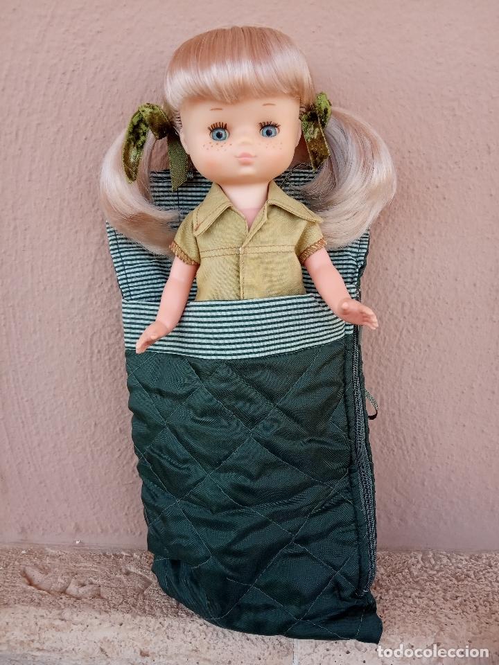 Muñecas Lesly de Famosa: Lesly de brazo duro y 10 pecas. Años 70. Con conjunto campamento y saco de regalo. - Foto 4 - 172833150