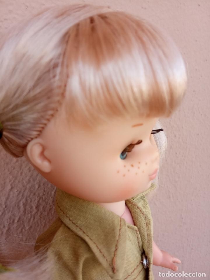 Muñecas Lesly de Famosa: Lesly de brazo duro y 10 pecas. Años 70. Con conjunto campamento y saco de regalo. - Foto 5 - 172833150