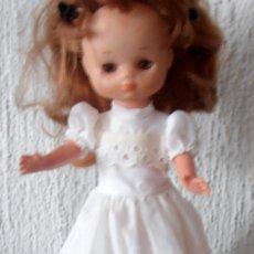 Muñecas Lesly de Famosa: VESTIDO BLANCO, LARGO, DE LESLY. Lote 185770898