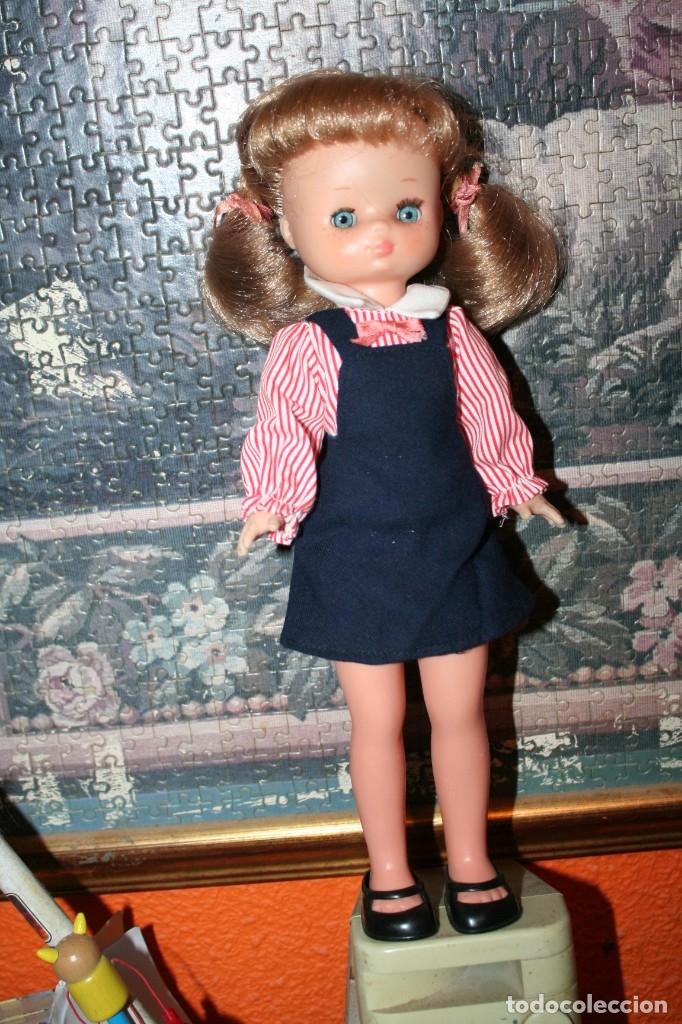 Muñecas Lesly de Famosa: muñeca lesly antigua arona pelirroja con vestido colegiala muy buen estado - Foto 2 - 178378826