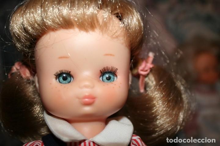 Muñecas Lesly de Famosa: muñeca lesly antigua arona pelirroja con vestido colegiala muy buen estado - Foto 3 - 178378826