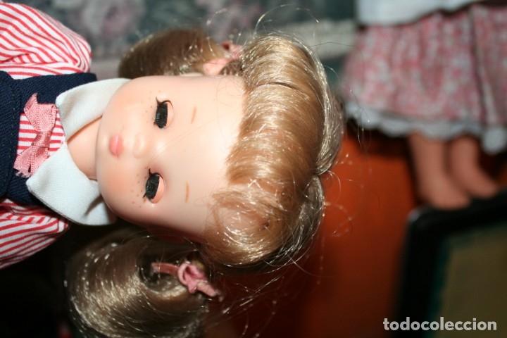 Muñecas Lesly de Famosa: muñeca lesly antigua arona pelirroja con vestido colegiala muy buen estado - Foto 5 - 178378826