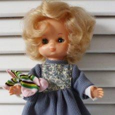 Muñecas Lesly de Famosa: LESLY 10 PECAS CON MODELO BRUMA Y CALCETINES. Lote 179102121
