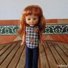 Muñecas Lesly de Famosa: MUÑECA LESLY DE FAMOSA HERMANITA DE NANCY CONJUNTO CASA PELIRROJA CON FLEQUILLOS,ARONA. Lote 182281180