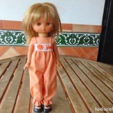 Muñecas Lesly de Famosa: MUÑECA LESLY DE FAMOSA HERMANITA DE NANCY PETO ROSA 4 PECAS. Lote 182976440