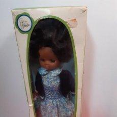 Muñecas Lesly de Famosa: LESLY NEGRITA EN SU CAJA. Lote 189259815