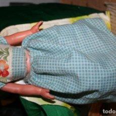Muñecas Lesly de Famosa: VESTIDO ORIGINAL MUÑECA LESLY CON ETIQUETA CUADRITOS EN AZUL. Lote 190031806