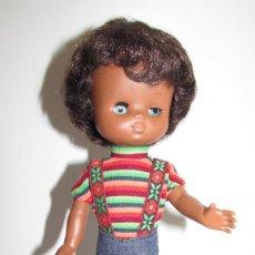 Muñecas Lesly de Famosa: MUÑECA LESLY NEGRITA CON CONJUNTO BLAK JEANS ORIGINAL AÑOS 70 - LESLY NEGRA. Lote 191506003