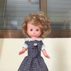 Muñecas Lesly de Famosa: MUÑECA LESLY ROMANTICA 9 PECAS TODO DE ORIGEN AÑOS 70 FAMOSA. Lote 194143338