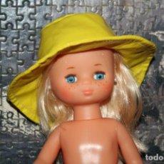 Muñecas Lesly de Famosa: GORRO AMARILLO MUÑECA LESLY TIPO LLUVIA. Lote 197079870