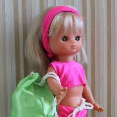 Muñecas Lesly de Famosa: CONJUNTO PARA LESLY DE FAMOSA O MUÑECA SIMILAR (ANTIGUO,PERO NO ORIGINAL) - DOLL POUPÉE. Lote 204679021