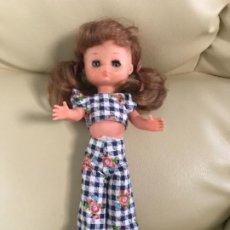 Muñecas Lesly de Famosa: PRECIOSA !!! LESLY PELIROJA CON ALGO FLEQUILLO AÑOS 70 9 Y 10 PECAS!!! MUY BUE ESTADO. Lote 211574115
