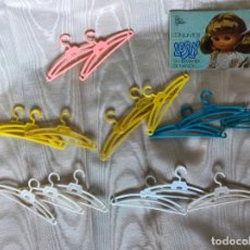 Muñecas Lesly de Famosa: LOTE LESLY: 17 PERCHAS + 1 CATÁLOGO. Lote 216485026