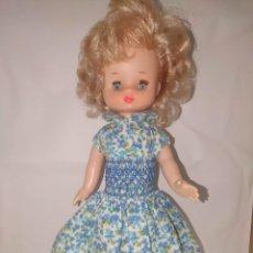 Muñecas Lesly de Famosa: LESLY RUBIA CON CONJUNTO ORIGINAL BRAZO BLANDO. Lote 219042138