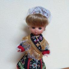 Muñecas Lesly de Famosa: LESLY REGIONAL 10 PECAS OJOS ARONA. Lote 221338117