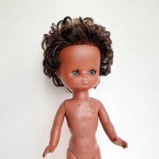 Muñecas Lesly de Famosa: MUÑECA LESLY NEGRA CON DEFECTOS (VER FOTOS). Lote 222352770