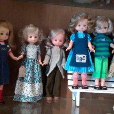 Muñecas Lesly de Famosa: LOTE 8 MUÑECAS LESLY CON SUS TRAJES COMPLETOS. Lote 222623781