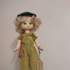 Muñecas Lesly de Famosa: 2 MUÑECAS. MUÑECA LESLY CAMPAMENTO Y LESLY MUÑECA. Lote 224870422