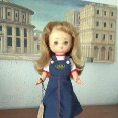 Muñecas Lesly de Famosa: 2 MUÑECAS. MUÑECA LESLY MONTREAL Y LESLY LIBERTY. Lote 224870813