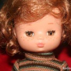 Muñecas Lesly de Famosa: MUÑECA LESLY PELIRROJA. Lote 232495416