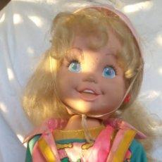 Muñecas Lesly de Famosa: PATINADORA. Lote 235111220