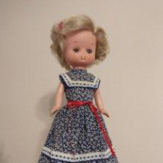 Muñecas Lesly de Famosa: MUÑECA LESLY MODELO AZUL DE ORIGEN. Lote 240979390