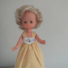 Muñecas Lesly de Famosa: MUÑECA LESLY MODELO MAYO AMARILLO DE ORIGEN. Lote 242494535