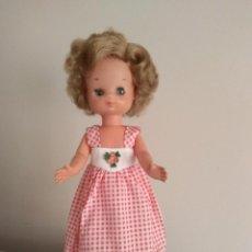 Muñecas Lesly de Famosa: MUÑECA LESLY MODELO MAYO ROJO Nº 27. Lote 243604035