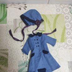 Muñecas Lesly de Famosa: LESLY CONJUNTO ABRIGO AZUL DE FAMOSA AÑOS 70. Lote 245381490