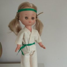 Muñecas Lesly de Famosa: MUÑECA LESLY MODELO JUDO Nº 18. Lote 245388025