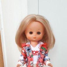 Muñecas Lesly de Famosa: CONJUNTO DE MUÑECA VALIDO LESLY DE FAMOSA O SIMILAR. Lote 246003725